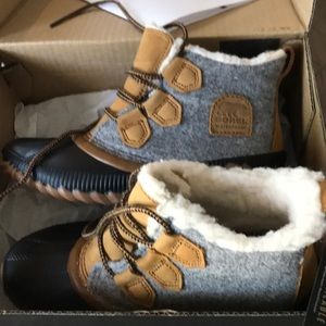 New In Box 📦 SOREL 🐾🐻 Waterproof Boots 🥾